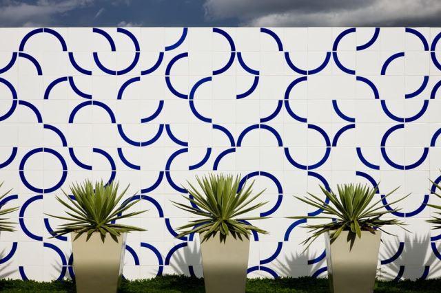 painel em área externa | imagem: lurca azulejos