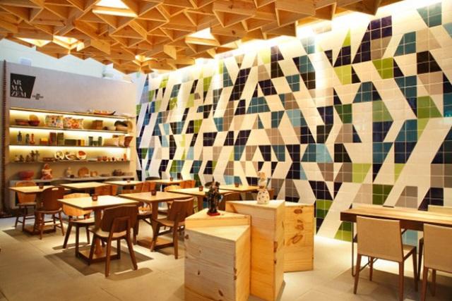 painel de azulejos em área interna comercial | imagem: lurca azulejos